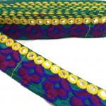 Galón etnic bordado - Flores burdeos y azul marino - Linea amarilla de espejitos - Babachic/Moodywood - 35 mm