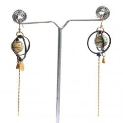 Pendientes larga con cadena dorada y anillo negro