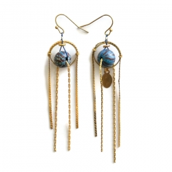 Pendientes larga con cadena dorada y cuentas de madera azul claroH13-0307w image boucle d'oreille fine en chaine dorée et perle