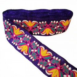 Embroidered ethnic braid Babachic/Moodywood - Farandole of flowers - Green, yellow, white and purple - 70 mm